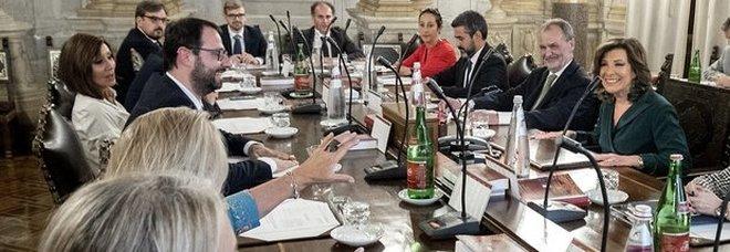 Crisi di governo, Casellati: «Se non decide la capigruppo decide l'Aula». Di Maio: «Salvini ritiri i suoi ministri»