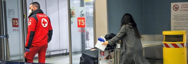 Variante indiana, sul volo da Delhi a Roma con i tamponi falsi pagati 20 euro