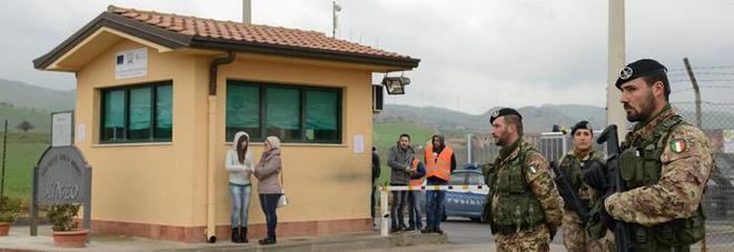 Migranti, Salvini annuncia: Cara MIneo chiuso entro metà luglio