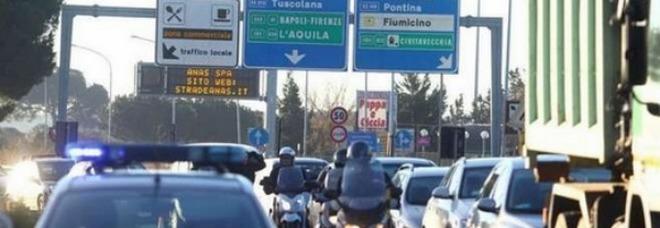 Roma, difende l'ex moglie dallo stalker: lo insegue sul Gra e gli spara