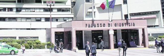 Napoli, il gioco dell'oca in Tribunale: cambia il giudice, processo azzerato