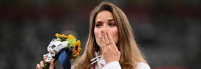 Maria Andrejczyk mette all'asta la medaglia di Tokyo per finanziare l'intervento chirurgico da 152 mila euro di un bambino