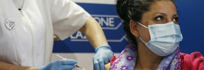 Vaccini, successo certificato dall'Iss: «Crollano contagi e decessi». Ecco l'effetto delle somministrazioni