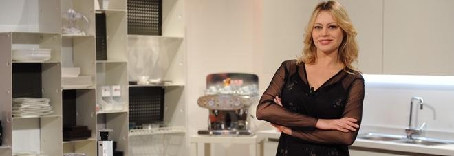 Il ritorno in tv di Anna Falchi passa per la cucina | Il Mattino