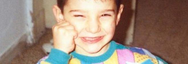 Stefano De Martino, la tenera foto da bambino. Ma i fan notano un particolare: «Non è possibile...»