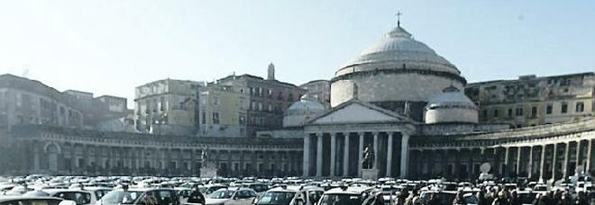 Galleria, tassisti stremati a Napoli: «Una corsia al Plebiscito per ridurre caos e disagi»