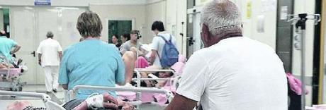 «Posti di infermiere al Cardarelli, i test del concorso diffusi sulla chat»