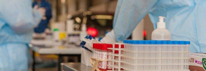 Infermiera muore a 55 anni, si era vaccinata contro il Covid qualche giorno prima. L'ospedale: «Nessuna correlazione». Esposto in Procura