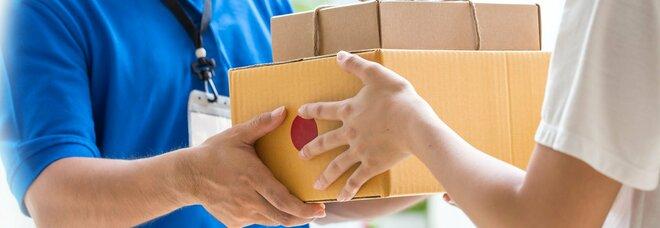 Napoli: scarpe vendute on line a 90 euro, ma il corriere consegna un «pacco»