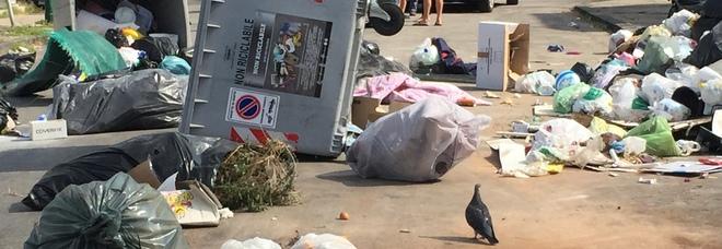 Pianura invasa dai cumuli di rifiuti, scoppia la rivolta: «Qui non si vive»
