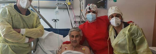 Covid sconfitto dopo due mesi, festa nella terapia intensiva del Moscati