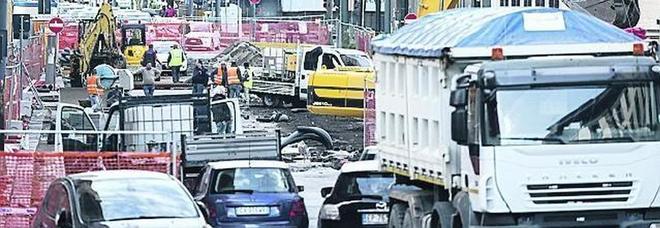 Napoli, è emergenza traffico ma i lavori restano fermi di domenica
