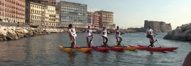 Waterbike, le bici corrono in acqua nel Golfo di Napoli a difesa dell'ambiente