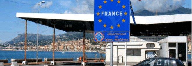 Tamponi al confine con la Francia, la rivolta di Ventimiglia. «Catastrofe per il commercio»