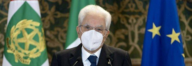 Mattarella, insulti e offese sul web: perquisizioni in tutta Italia, tra gli 11 indagati anche un prof universitario