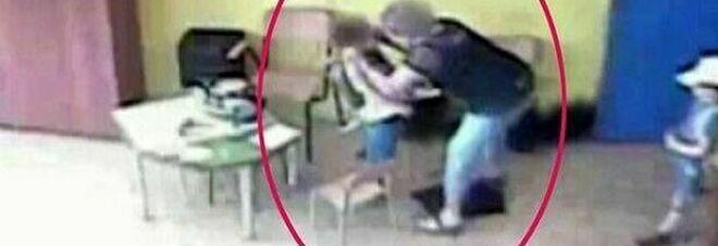 Picchiarono i bambini a scuola. La rabbia dei social contro le maestre: «Fuori nomi e cognomi»
