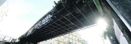 Napoli, è allarme a Capodichino: «Quel ponte crollerà, va abbattuto»