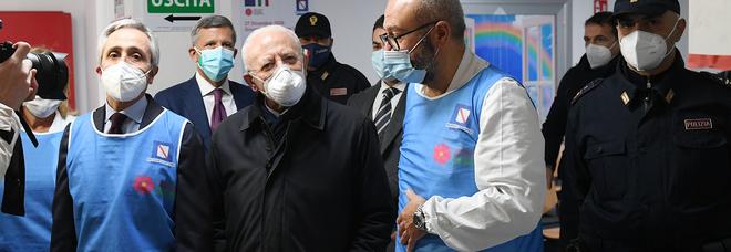 Scuole in Campania, De Luca chiude anche gli asili privati: «Ritorno in classe lunedì 11 gennaio»