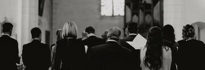 Papa Francesco e la svolta per l'insegnamento del catechismo, rito di investitura per uomini e donne