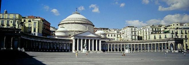 Piazza Plebiscito, una proposta: arrediamola con panchine in pietra