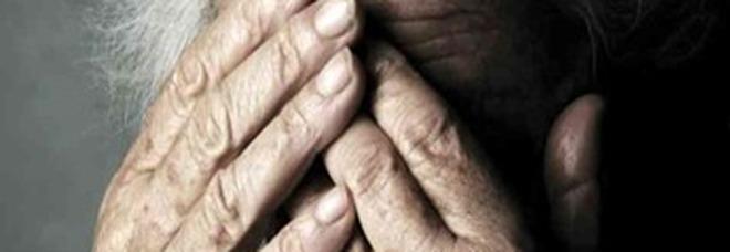 Schiaffi e minacce ad anziane in casa riposo: arrestata a Capri