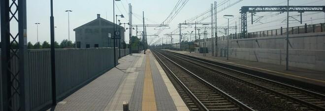 Venezia, saltano sugli oblò della stazione e precipitano: due 13enni in prognosi riservata, genitori a rischio denuncia
