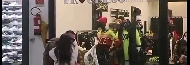 Dopo la bomba del racket, la reazione: riaprono i negozi della Galleria Marconi
