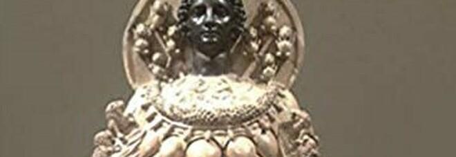 Da Evaluna viaggio nella maternità simbolica e reale con il volume curato da Caputo e i dipinti di Perrotta