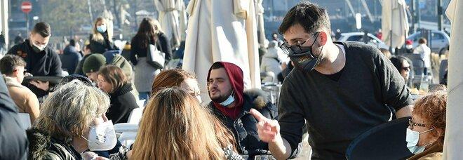 Covid, zona gialla a Milano e Torino: riaperture e code per gli aperiviti