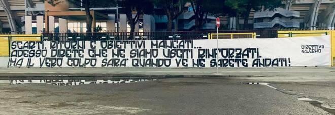 Salernitana, nuovo striscione di protesta degli ultras contro il club
