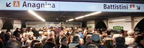 Roma, Metro A di nuovo bloccata: guasto nel tratto appena riparato