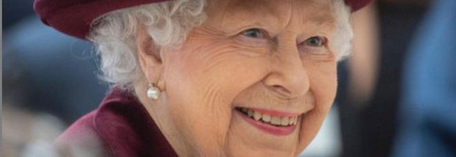 Elisabetta compie oggi 95 anni (da sola): Harry torna negli Usa, non ci saranno neanche Carlo e William