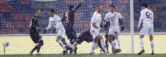 Il Benevento strappa il pari: 1-1 a Bologna, a Sansone risponde Viola