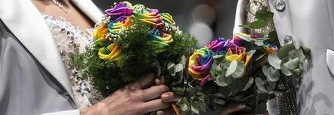 Festa di nozze con sorpresa: la polizia irrompe e trova dosi di eroina nascoste nel bidet