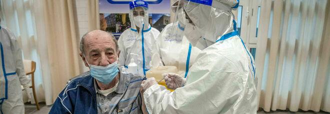 Covid nelle Rsa, regge la diga del vaccino: contagi, ma non si muore più
