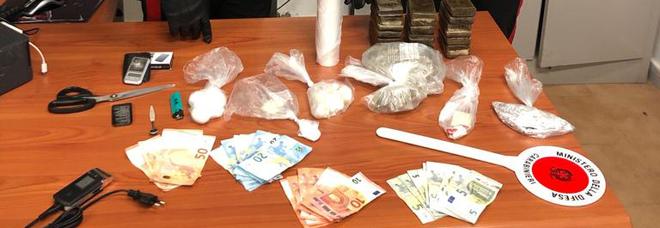 Due piazze di spaccio smantellate nel Napoletano: tre arresti