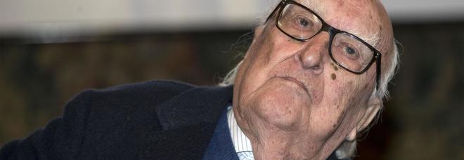 Camilleri, insulti choc sui social: «Soffocato nel suo vomito dopo Salvini, è il karma»