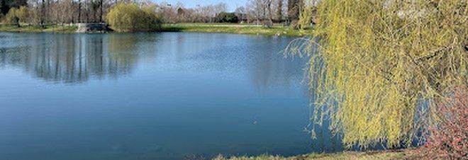 Milano, ragazzo di 27 anni trovato morto annegato nel laghetto di Parco Forlanini