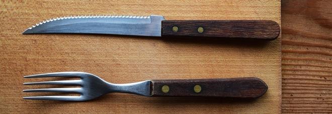 Rapinatore seriale di prostitute armato di coltello e forchetta