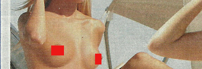 Giada de Blanck in topless in barca