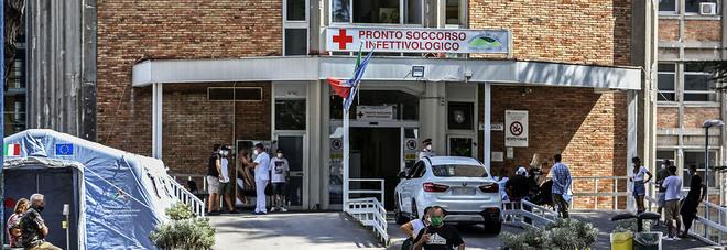 Covid Campania, ospedali sotto stress: reparti pieni, posti solo in intensiva