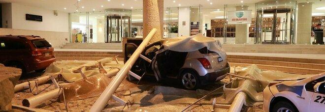 Messico, l'alluvione uccide 17 pazienti del reparto Covid. Poi il terremoto 7.1, e scatta allarme tsunami ad Acapulco