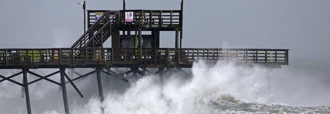 Florence si abbatte sulla Carolina, blackout e alluvioni