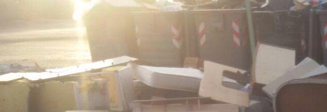 Il mobilificio in strada a napoli e nessuno interviene for Mobilificio napoli