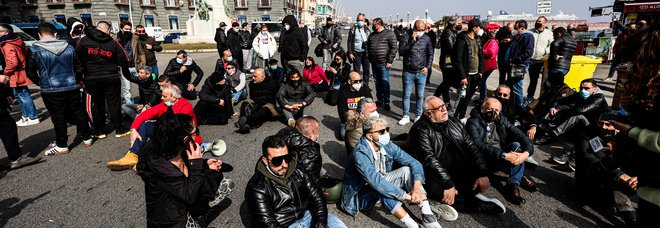 Covid in Campania, oggi 2.519 positivi e 11 morti: l'indice di contagio torna sopra il 10%, crescono le terapie intensive