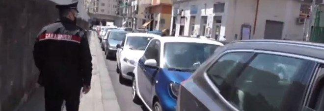 Salerno, sparatoria davanti alla scuola: identificato un fuggitivo, sequestrata l'auto