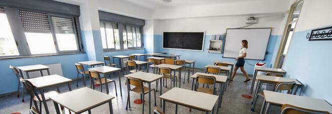 Scuola, presidi: autocertificazione per entrare in classe. Test a tappeto? Non ci sono soldi