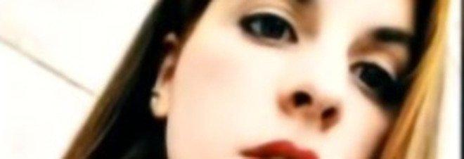 Giulia di Sabatino, la 19enne volata giù dal ponte: foto hard trovate nel telefono di un uomo. Le amiche: «Ci faceva regali in cambio di sesso»