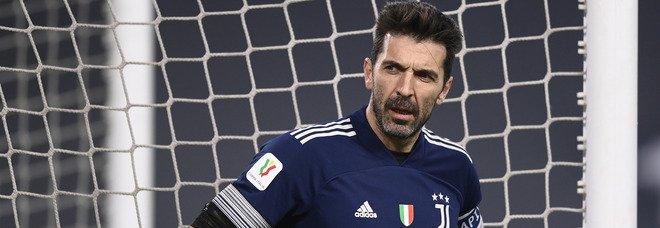 Serie A, l'addio definitivo di Buffon alla Juve (ma non al calcio): «È il momento di togliere il disturbo»