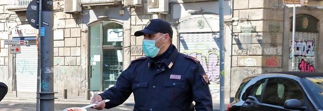 Covid a Napoli, controlli anti-assebramenti ai Decumani: 6 multe e due fratelli denunciati